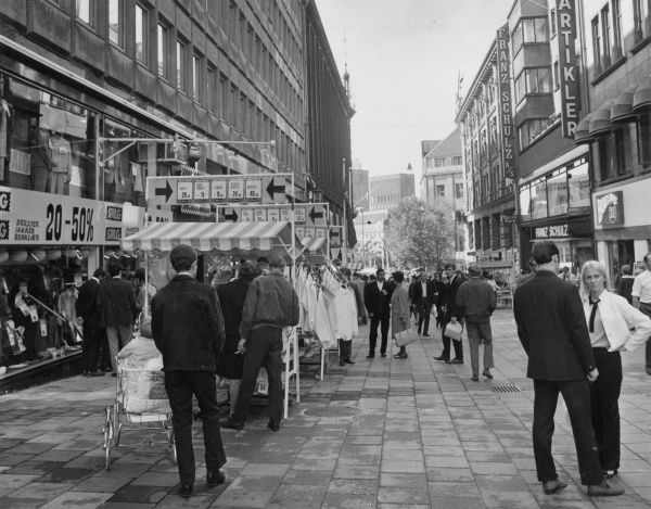A pedestrianised 'modern' shopping area in Oslo, Norway. Date: late 1960s