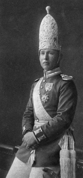 The Corps D'elite of the German army whose suprement effort the British repulsed on 11th November 1914: officer of the 1st Prussian Guards in parade uniform Date: 1914