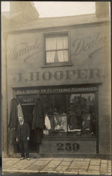 Old clothes shop: 'All kinds of clothing purchased&#39