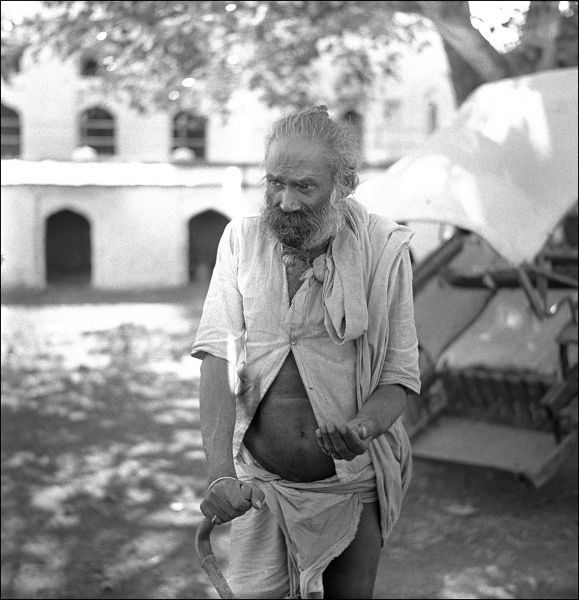 An old man outside the Ram Raja Temple, Orchha, Madhya Pradesh Province, India. Dedicated to Lord Ram or Rama, the temple was built in the 16th century in the centre of the city of Orchha. Photograph by Ralph Ponsonby Watts