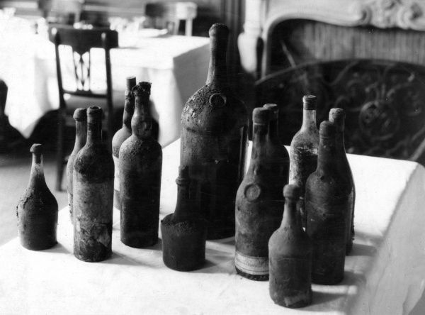 Old and mouldy... fine wines in old bottles, from the famous caves of the Tour d'Argent restaurant in Paris, France. Date: 1930s