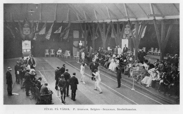 Fencing final between Belgium (Anspach) and Great Britain (Seligman)