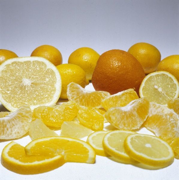 Segments and slices of fresh oranges, temptingly displayed. Date: 1979