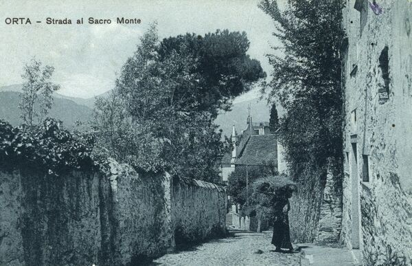 Orta San Giulio - Italy - Strada al Sacro Monte ('Road to the Sacred Mountain'). Sacro Monte, is a site of pilgrimage and in 2003 was inserted by UNESCO in the World Heritage List. Date: 1910