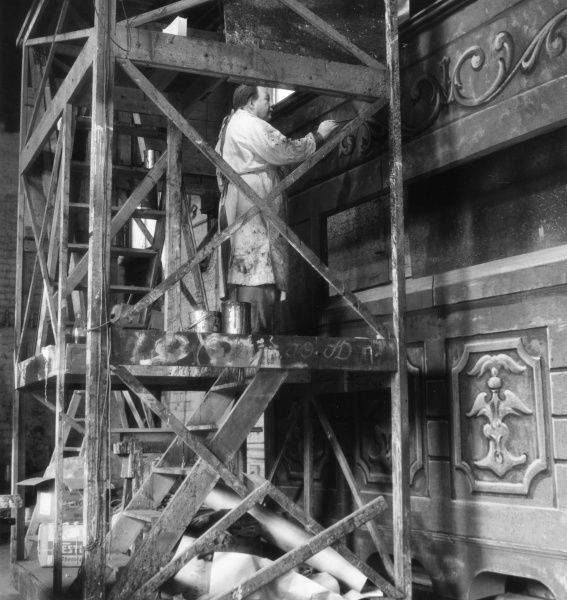 Painting stage sets on old wooden scaffolding at the Royal Shakespeare Company (RSC), Stratford-upon-Avon, Warwickshire, England. Date: 1960s