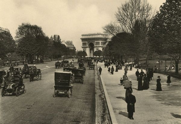 Ahe avenue du Bois de Boulogne is the main thoroughfare leading from l'Etoile to the Bois. Date: circa 1904
