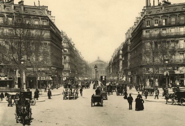 The flamboyant Theatre de l'Opera can be seen at the far end of the avenue of the same name : we are at Palais Royal, looking north. Date: circa 1904