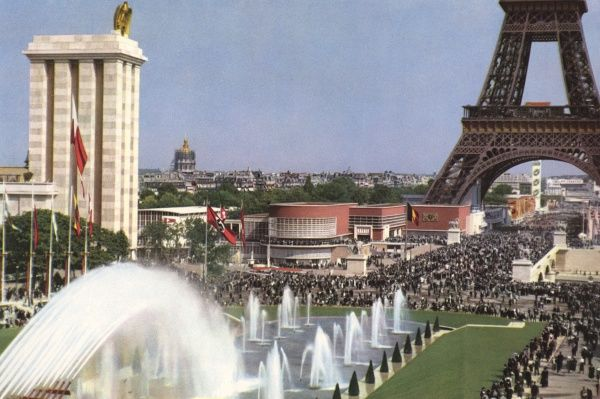 Exposition Internationale - General view from the fountains of the Trocadero across the Seine to the Tour Eiffel. Date: 1937