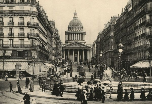 The Pantheon seen from the farther end of the rue Soufflot : the boulevard Saint-Michel runs down from our left, les jardins du Luxembourg are behind us. Date: circa 1900