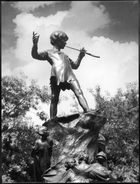 The Peter Pan monument was erected on 1 May 1912 in Kensington Gardens and sculpted by George Frampton. Peter Pan entered London along the Serpentine in the story