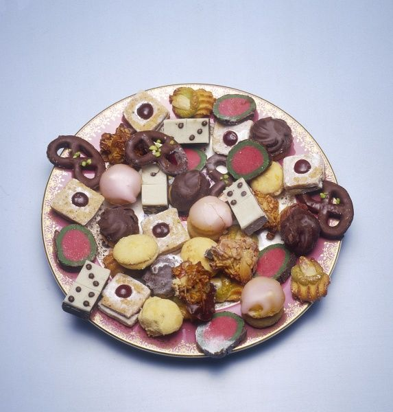 A tempting plate of 'petits fours' cakes. Date: 1980