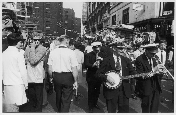 PETTICOAT LANE An impromptu jazz band passes through the market on a busy day