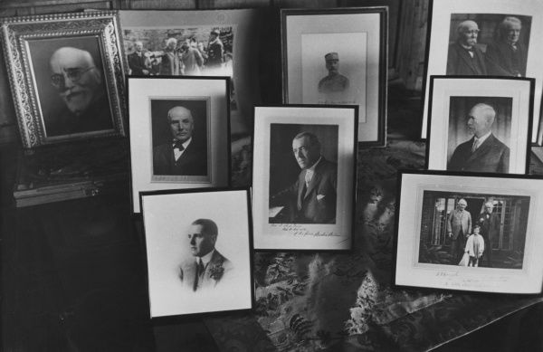 Photos on the piano, Lloyd George's farm at Churt, Surrey. On the back row, l-r: Eleftherios Venizelos, Lloyd George with Prince of Wales (future Edward VIII), General Foch, Lloyd George with Georges Clemenceau. Middle row, l-r: George Barnes