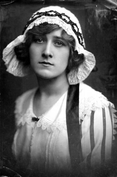 Photographic portrait of Phyllis Dare (1890-1975), the English actress, who was born Phyllis Haddie Dones, c.1910. Together with her sister, Zena, she was one of the great, popular theatre actresses of the early 20th century