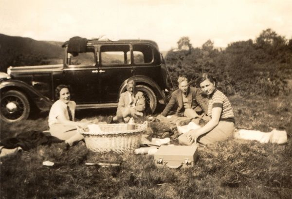 A picnic alongside the Hillman Minx De Luxe Saloon Six Light