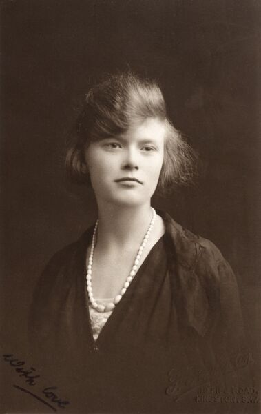 Portrait of a middle class lady having a bad hair day! Date: circa 1910s