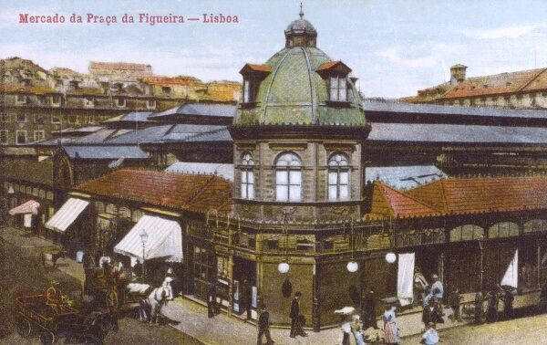 Portugal - Lisbon - Mercado da Praca da Figueira. This covered market was demolished in the 1950s. Date: 1910s