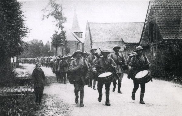 Portuguese infantry marching through Saint-Floris, northern France, during the First World War. Date: 1916-1918