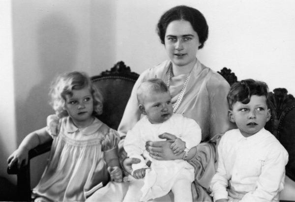 Princess Ileana of Romania (1909-1991), Archduchess of Austria-Tuscany and Queen Marie of Romania's youngest daughter. The photo shows her in 1935 with her children Archduke Stefan and Archduchesses Maria Ileana and Alexandra