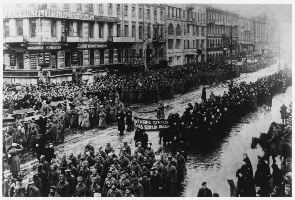 A solemn procession on the Nevski Prospekt, Petrograd, mourns those who gave their lives in the name of freedom. Date: March 1917