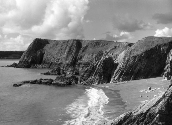 Proud Giltar, magnificent cliff scenery, near Tenby, Pembrokeshire, Wales. Date: 1950s