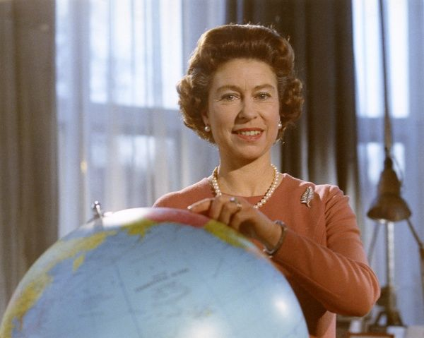 Portrait of Queen Elizabeth in December 1970, standing by a globe. Date: 1970