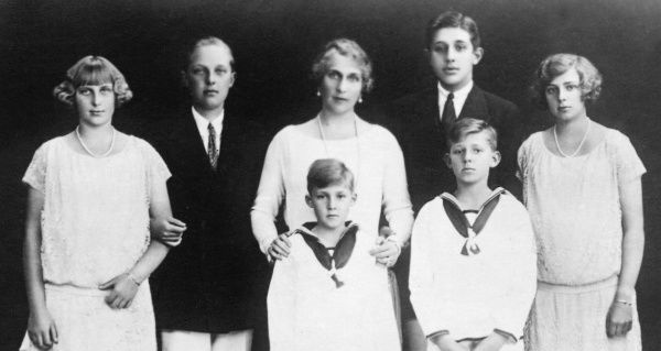 Queen Ena of Spain (1887-1969) with her children in the early 1920s: (l to r) Infanta Maria Christina, Alfonso, Prince of the Asturias, the Queen with her youngest son, Infante Gonzalo, Infante Jaime (behind), Infante Juan and Infanta Beatriz