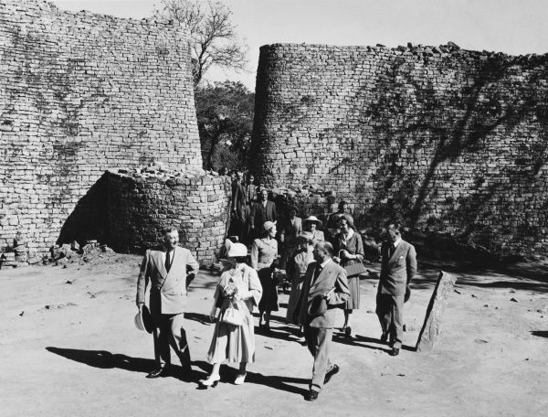 Elizabeth, the Queen Mother, seen entering the west entrance of the Zimbabwe ruins