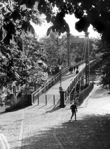 Queen's Park Suspension Bridge, built to the designs of Charles Greenwood, Chester, Cheshire, England. Date: completed 1923