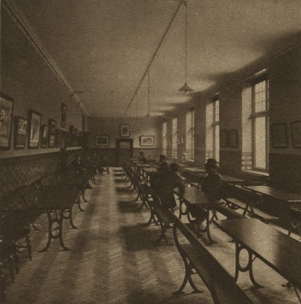 A reading room at the Rowton House on Arlington Road, Camden. Rowton Houses provided cheap hostel-style accommodation for working men. Date: 1926