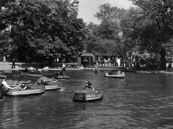 The Children's Pond in Regent's Park, London, England. Date: 1950s