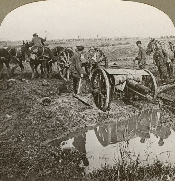 Men removing a field gun with the help of a team of horses on the Western Front in Flanders during the First World War. Date: 1914-1918