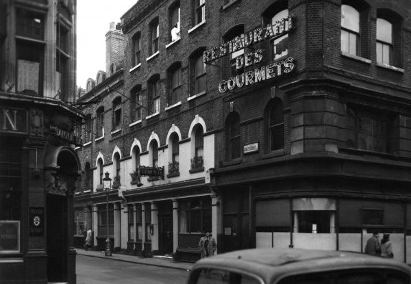 Restaurant des Gourmets on Lisle Street (now in Chinatown), London Date: 1947
