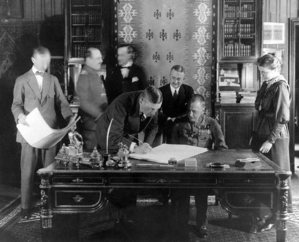 Richard von Kuhlmann (1873-1948), German Foreign Secretary, signing the peace treaty of Brest Litovsk, Russia (now Brest, Belarus)