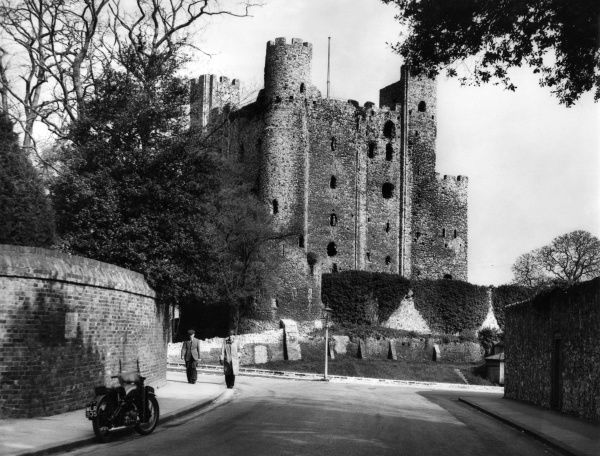Rochester Castle, Kent, England. There has been a castle on this site since Roman times, but the Keep (1127) and Norman castle are the reason for its fame Date: 12th century
