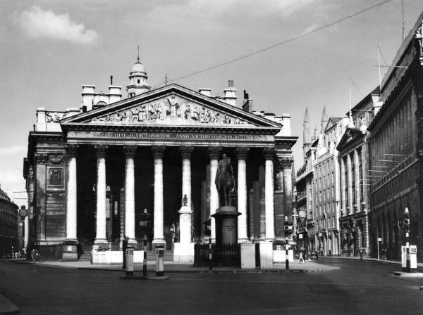 The third building of its kind erected on the same site, the Royal Exchange (1842-44), was built by Sir William Tite at the junction of Cornhill and Threadneedle Street. Date: late 1940s