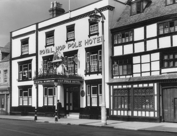 The Royal Hop Pole Hotel, Tewkesbury, Gloucestershire, England, immortalised by Charles Dickens in his 'Pickwick Papers' (1836-7) Date: 19th century