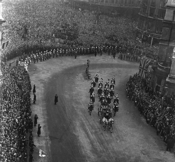 Birds eye view of the procession returning from Westminster Abbey following the marriage of Princess Elizabeth to Lieutenant Mountbatten on 20 November 1947. Photo shows the Glass Coach turning into the Mall
