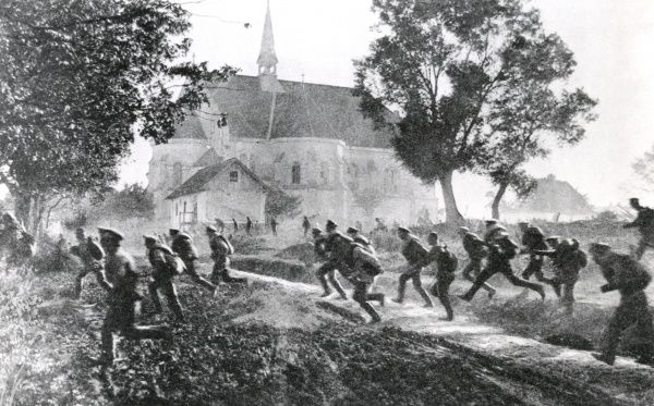 Russian troops running from a suspected German cavalry attack, on the eastern front during the First World War. By 1917 the Russian army was becoming increasingly demoralised. Date: 1917