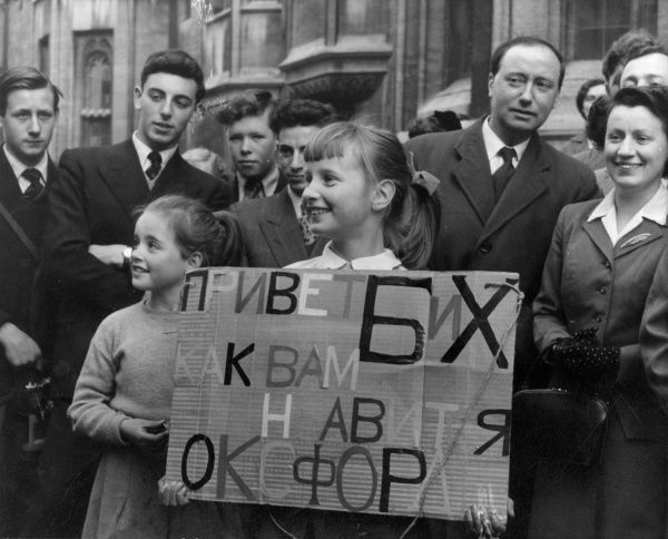 During a visit to Oxford, England's oldest university city, Soviet leaders were greeted by 7-year-old Tracey Levens : 'Welcome B & K. How do you like Oxford?' Date: April 1956