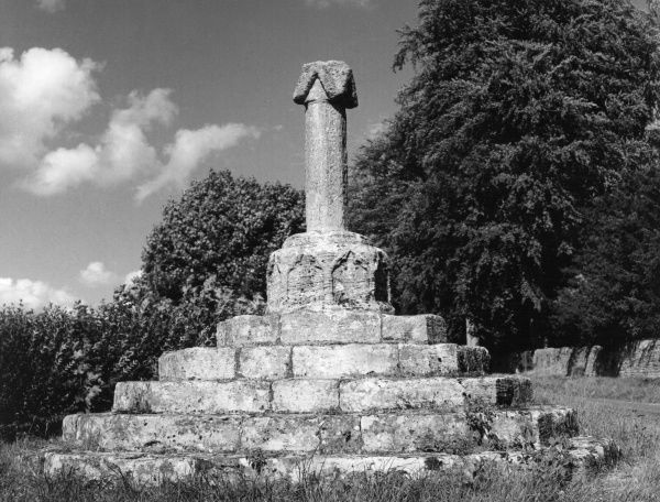 The ancient village cross at Sarsden, Oxfordshire, England. Date: Medieval