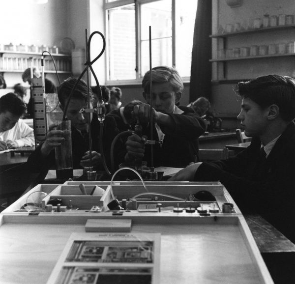 A science lesson at Hailsham School. Date: 1960