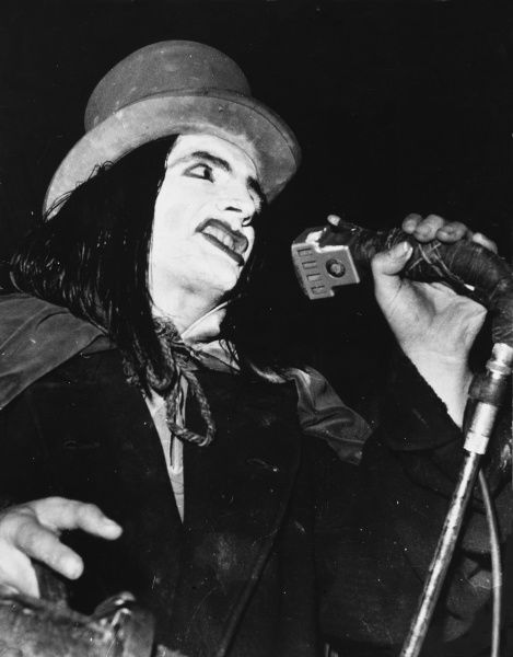DAVID 'SCREAMING LORD' SUTCH British politician, musician and maverick, founder of the Official Monster Raving Looney Party (1983). Sadly, a manic depressive, committed suicide. Date: 1940 - 1999