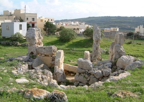 Skorba Temples, megalithic standing stones; dolmen; megaliths; Zebbieh, Malta