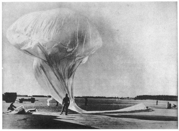 'Skyhook' high-altitude weather balloons, such as these used by the U.S.Navy, were liable to be perceived as UFOs by witnesses unfamiliar with them