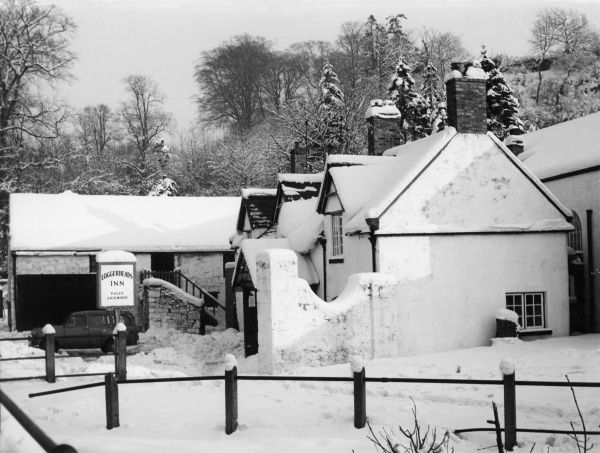 The 'Loggerheads' Inn, Mold, Flintshire, north Wales, covered in snow during the famous long cold winter which laster from October 1962 to March 1963. Date: February 1963