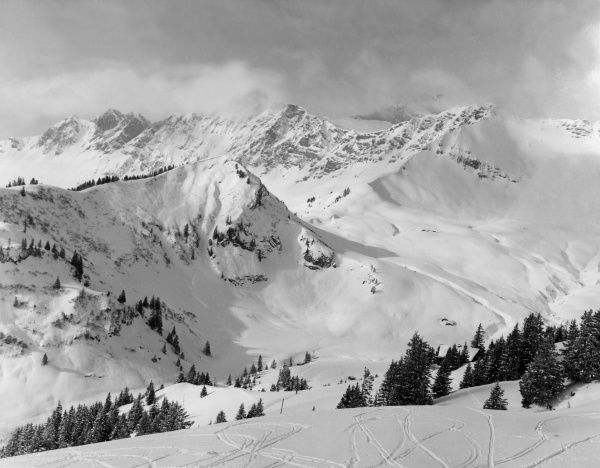 These snow covered mountains are perfect for skiing. Date: 1960s