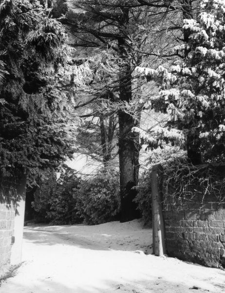 Winter snow at the entrance to an estate near Harpole, Northamptonshire, England. Date: 1960s