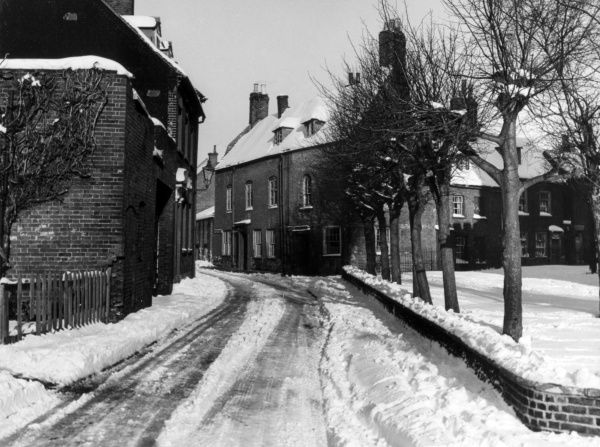 Snow covered Victorian town houses in Poole Park, Dorset, England. Date: 1950s