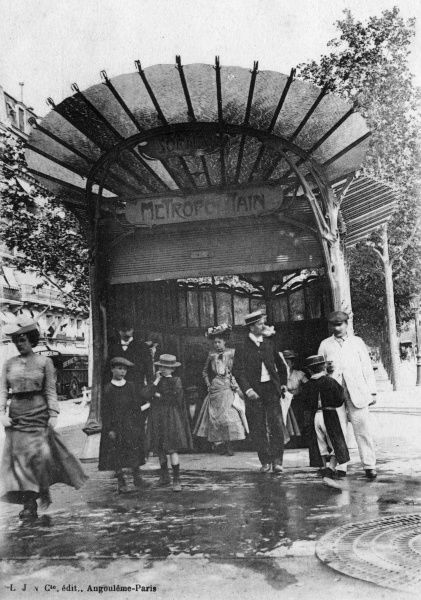 People emerging from a Metro station in the centre of Paris Date: 1906